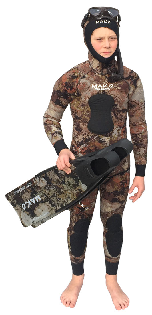 Complete the look with camo fins, brown mini mask and brown snorkel