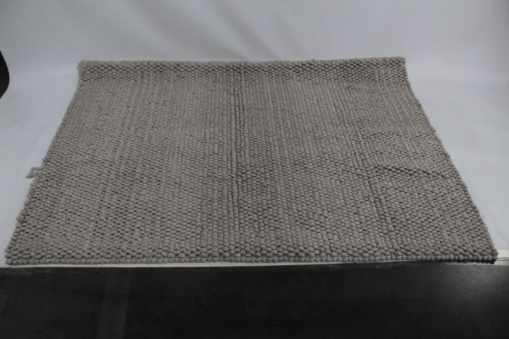 Hay Peas Teppich 140x200cm Vorderseite Schafswolle Rückseite Baumwolle Soft  Grey