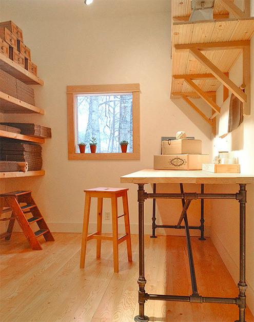 Weekend Project: Make a DIY Industrial Plumbing Pipe Table ...