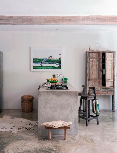 Concrete bar. Photo by Matthew Williamson via [http://mechantdesign.blogspot.fr/2013/06/brazil-summer-house.html]