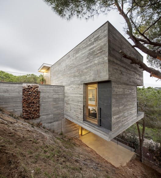 Concrete home. Image credit: Adrià Goula, via [http://www.archdaily.com/372455/mediterrrani-32-isern-associats/]
