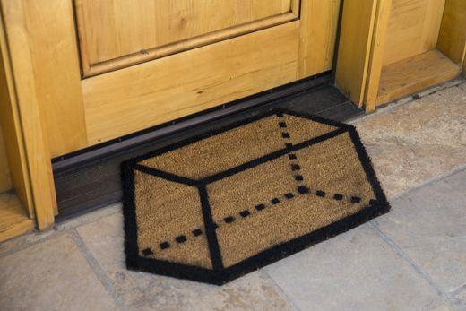 DIY Geo Doormat via Whimseybox [https://whimseybox.com/projects/diy-geo-doormat]