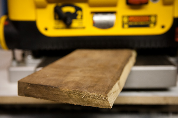 Thickness dimensioning of wood
