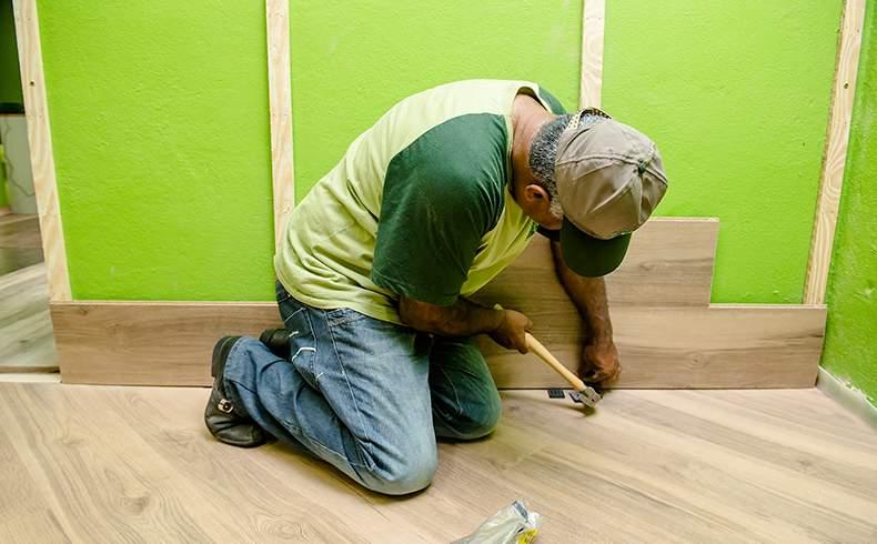 Piso laminado na parede é tendência em decoração