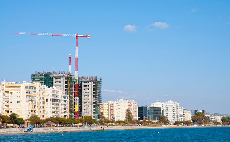 Como proteger o concreto em construções no litoral