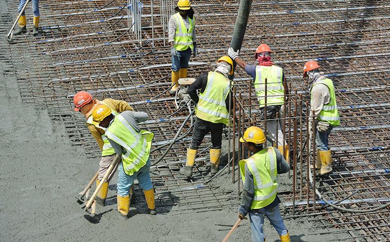Serviços de concretagem devem garantir segurança dos operários