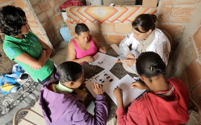 Projeto ensina mulheres a reformarem suas casas