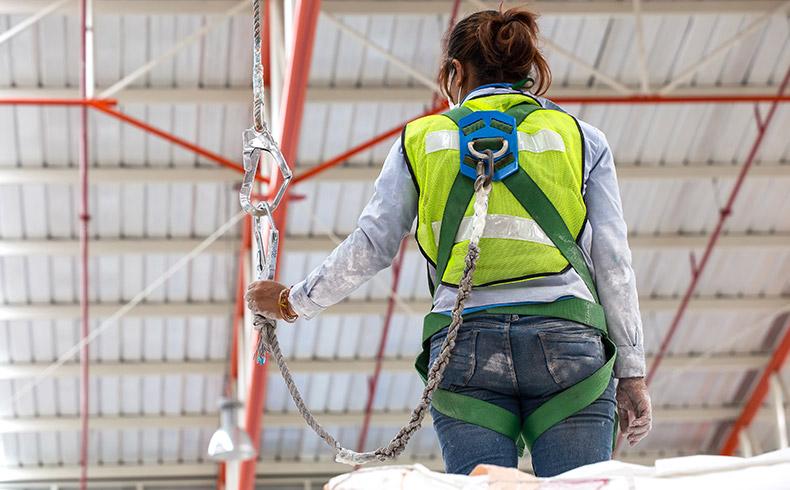 Mulheres na construção que colocam a mão na massa