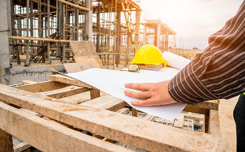 Indústria da construção permanece em queda