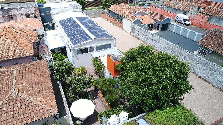 Primeira edificação LEED Zero Energia no mundo: sede da Petinelli  em Curitiba