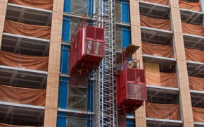 NBR 16200 garante mais segurança à elevador de obra