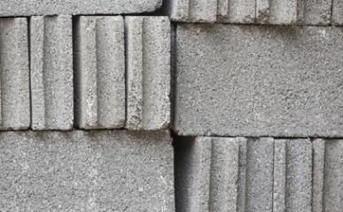 Qual a relação entre a porosidade dos blocos e sua qualidade?