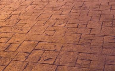 Piso de concreto estampado alia durabilidade e beleza