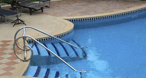Borda de piscina: qual é o material indicado?