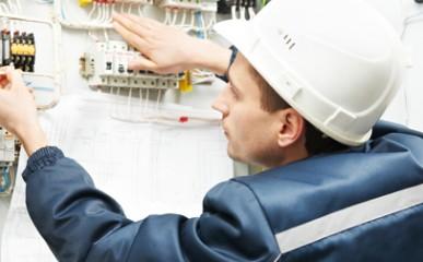 Cuidados especiais com manuseio de redes elétricas