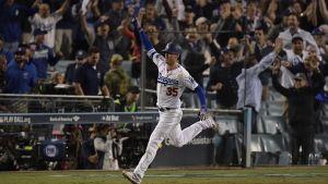 Bellinger y Dodgers dejan tendidos a Cerveceros en la 13ra y empatan la SCLN