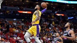 LeBron James anota 51 puntos en triunfo de Lakers 113-97