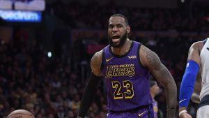 LeBron y Lakers remontan para superar a Mavericks 114-103