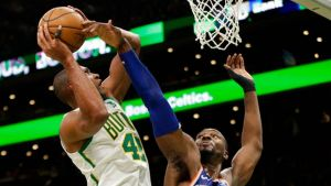 Irving y Horford lideran ofensiva de Celtics ante Knicks