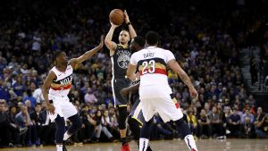 Stephen Curry anota 41 y Warriors aguantan ante Pelicans