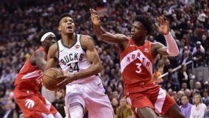 Bucks frenan racha de Raptors de 10 triunfos en casa