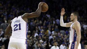 Filadelfia vence a Warriors y le detiene racha de victorias