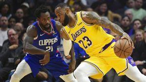Con LeBron, Lakers vencen 123-120 a Clippers en tiempo extra