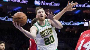Hayward anota 26 puntos y Celtics derrotan 112-109 a 76ers