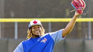 Vladimir Guerrero Jr. mantiene la calma en medio de toda la atención en el campamento de Toronto