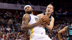 Thompson y Cousins comandan victoria de Warriors ante Hornets