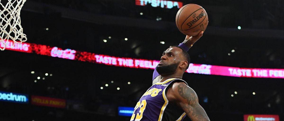 Lakers vencen a los Pelicans de Davis con 33 puntos de James