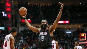 Harden luce; Rockets remontan y ganan 121-118 al Heat