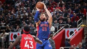 Griffin anota 27; Pistons vencen a Raptors en alargue