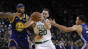 Hayward y Celtics aplastan a Warriors 128-95