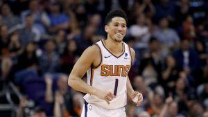 Booker anota 41 puntos y Suns derrotan 107-96 a Knicks
