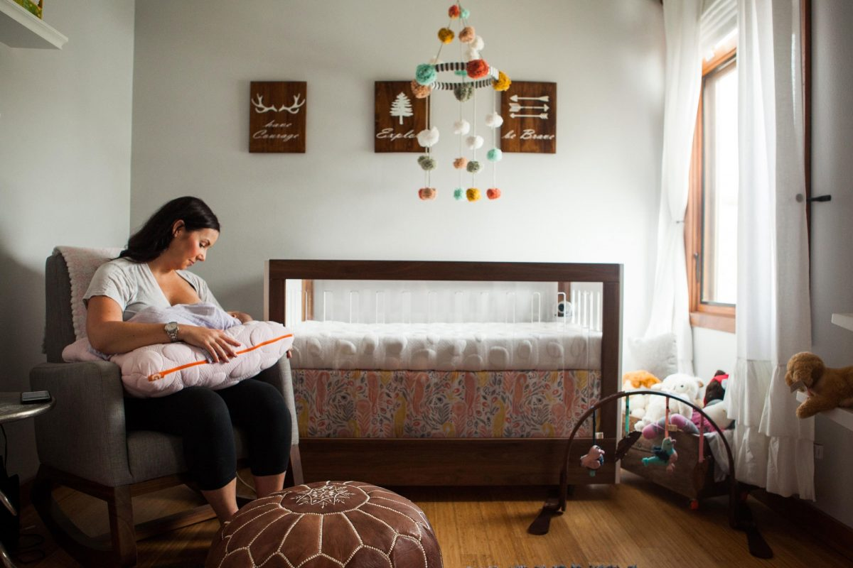 Mom nursing with organic Niche nursing pillow