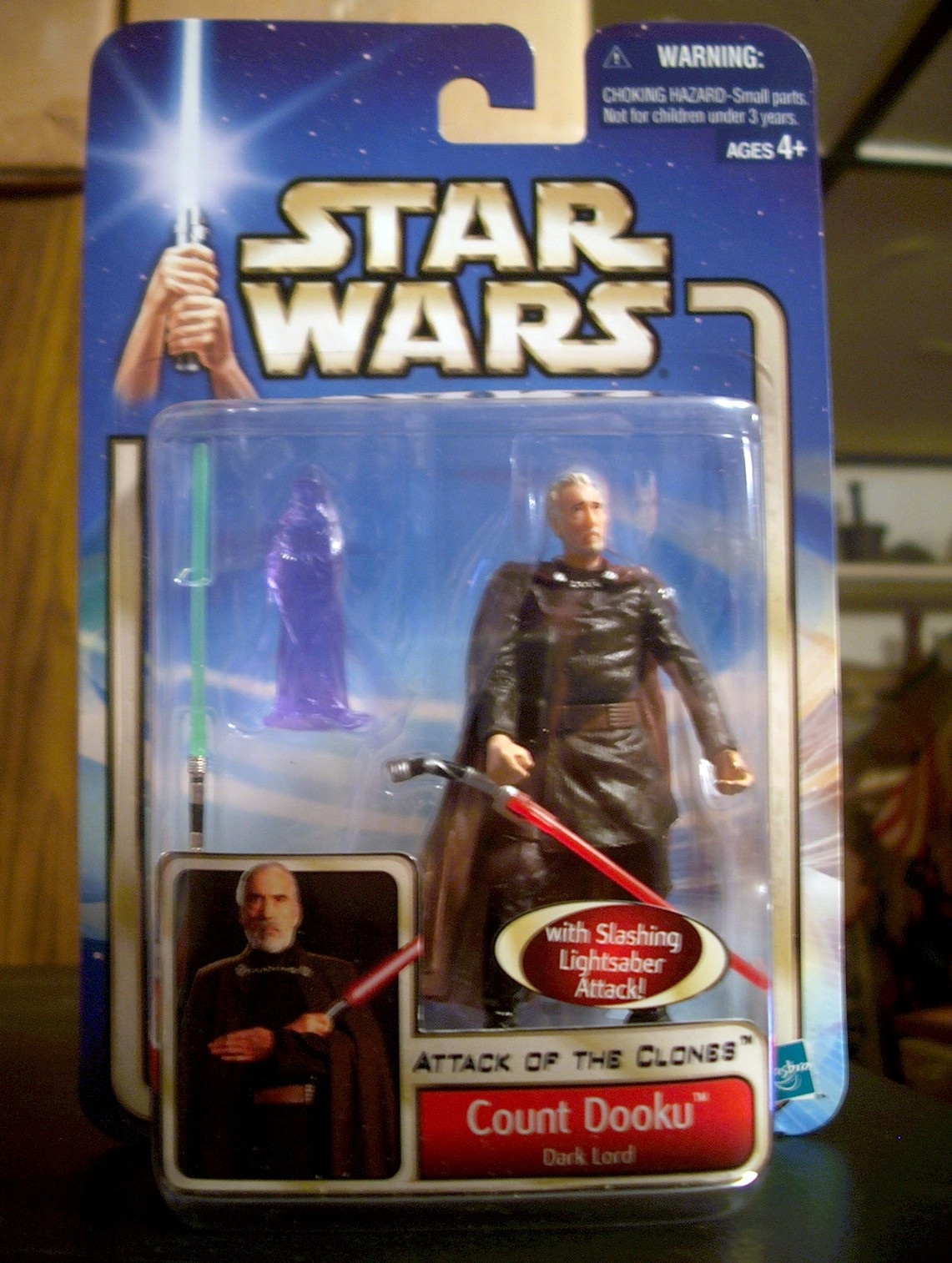 Count Dooku - Dark Lord - with Slashing Lightsaber Attack!