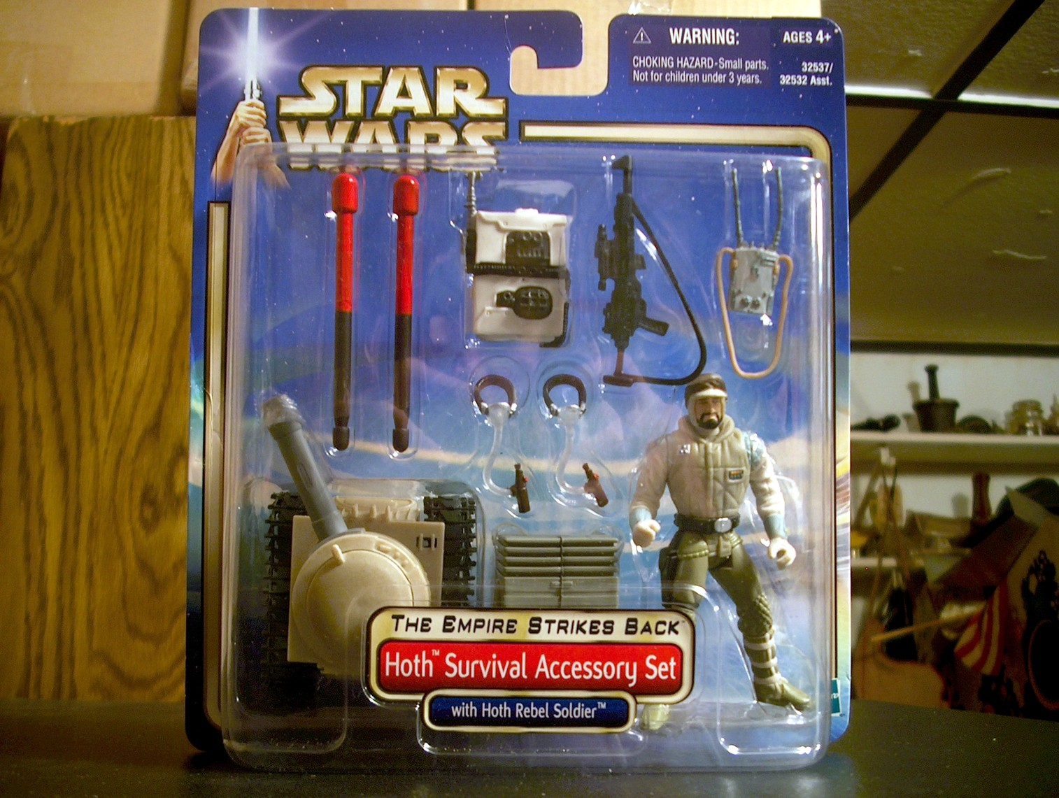 Hoth Survival Accessory Set with Hoth Rebel Soldier