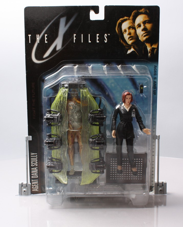 Agent Dana Scully (suit & cryopod)