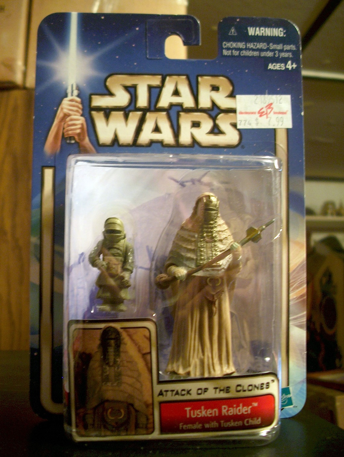 Tusken Raider - Female with Tusken Child (with background) (2-Pack)
