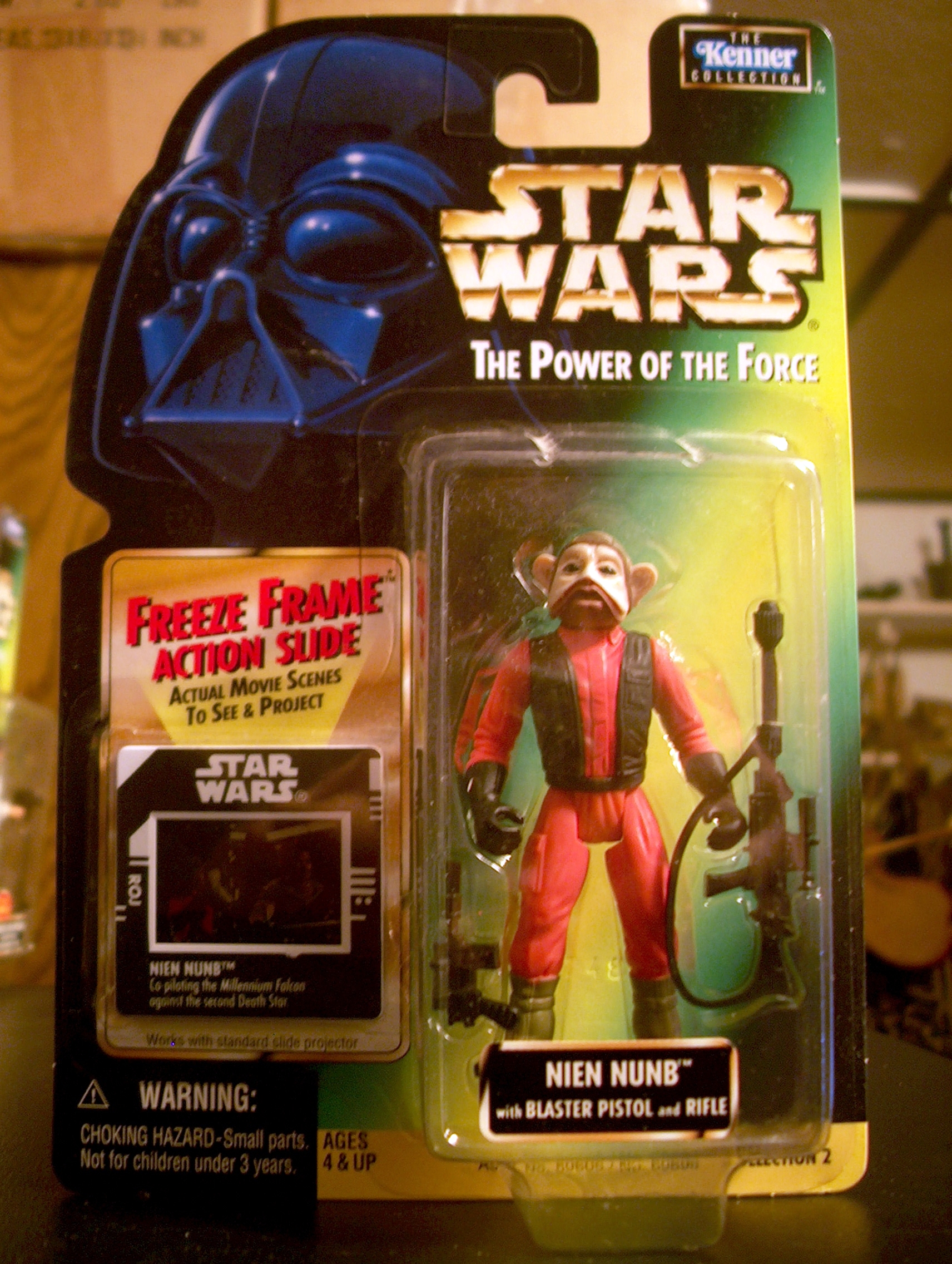 Nien Nunb with Blaster Pistol and Rifle