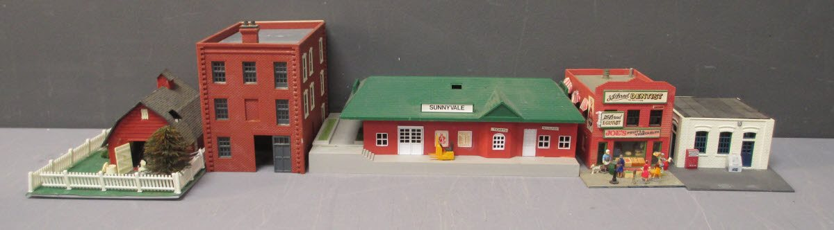 Buy Assorted HO Scale Buildings [21] | Trainz Auctions