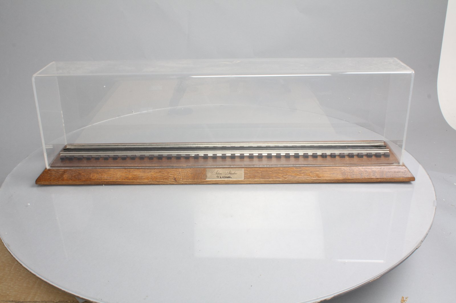 Lionel 24SS Silver Shadow 2ft Display Case w/Wooden Base EX  Lionel 24SS