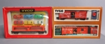 Tyco HO 930:900 Freight Unloading Boxcar w/ Remote & 349:450 Auto Loader w/ Auto