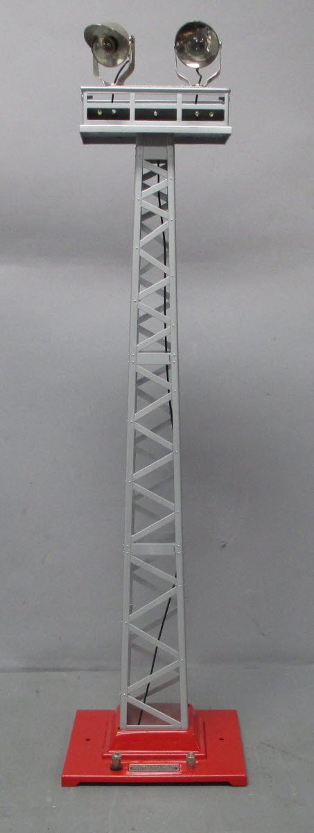 MTH 10-1044 Standard Gauge #92 Flood Light Towers Silver with Red Base EX  MTH 10-1044