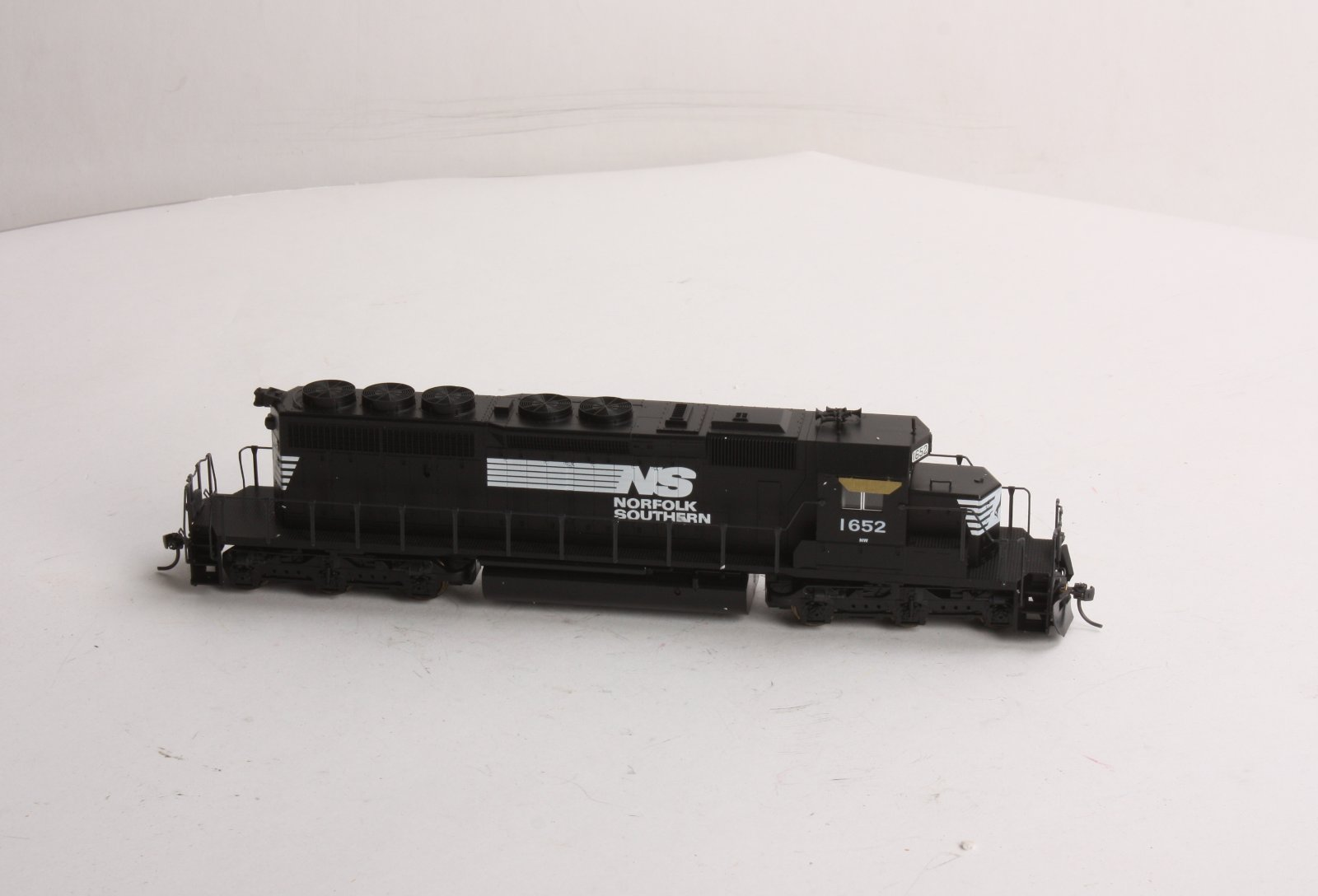 Buy Kato 37-2711 HO Scale Norfolk Southern SD40-2 Diesel