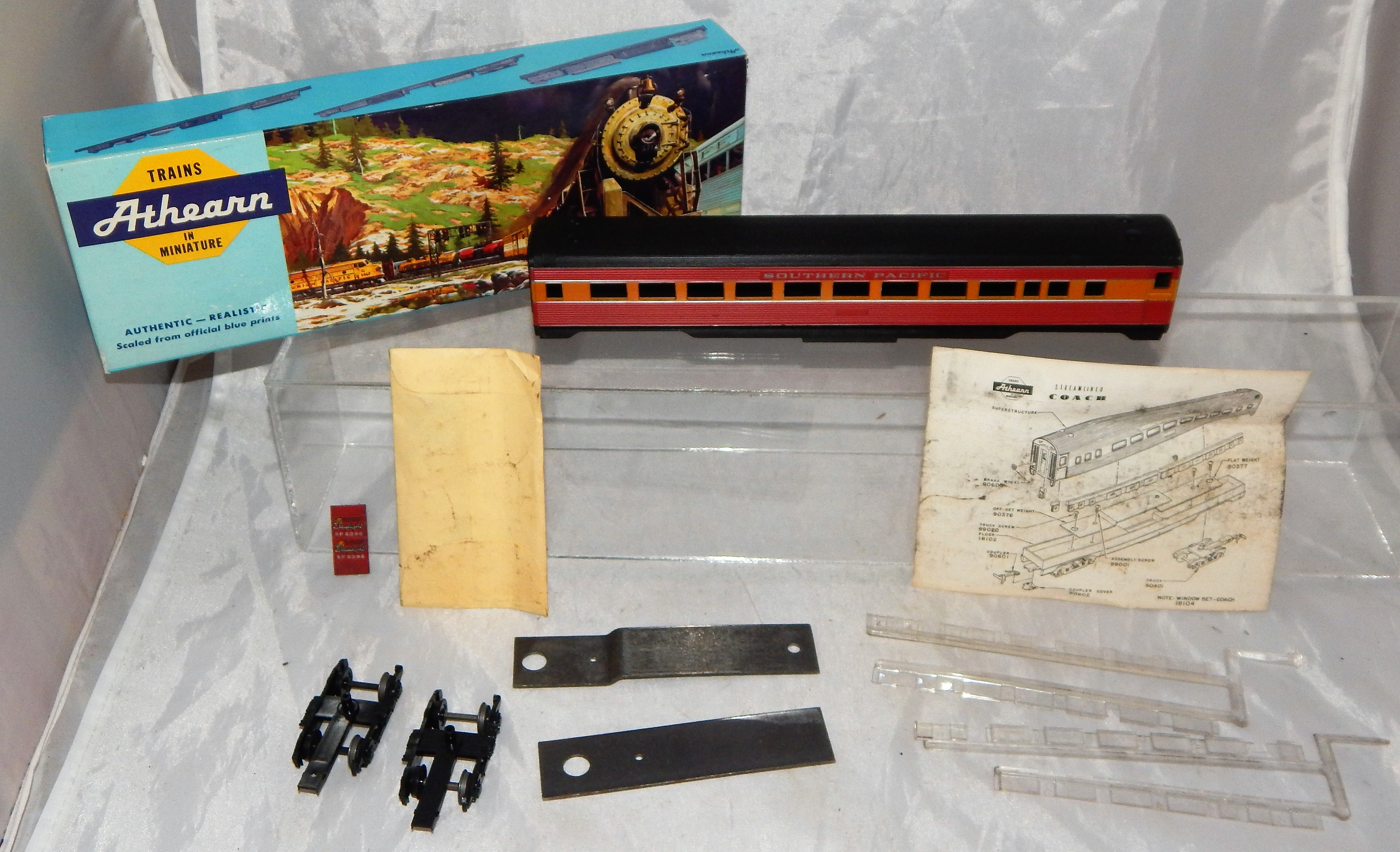 Athearn 1818 HO Scale Southern Pacific Daylight Coach #2395 Passenger car boxed