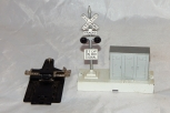 Lionel 6-22940 Mainline Die Cast Mast Signal Highway Flasher w/utilty box + 153C