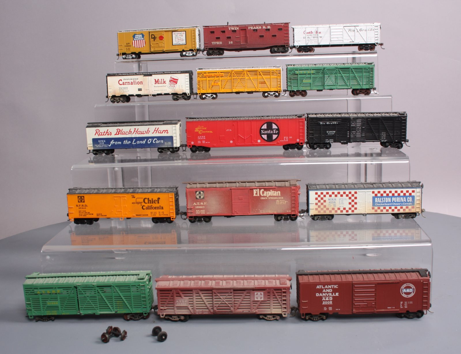 Buy HO Scale Assorted Boxcars, Reefers [15] | Trainz Auctions
