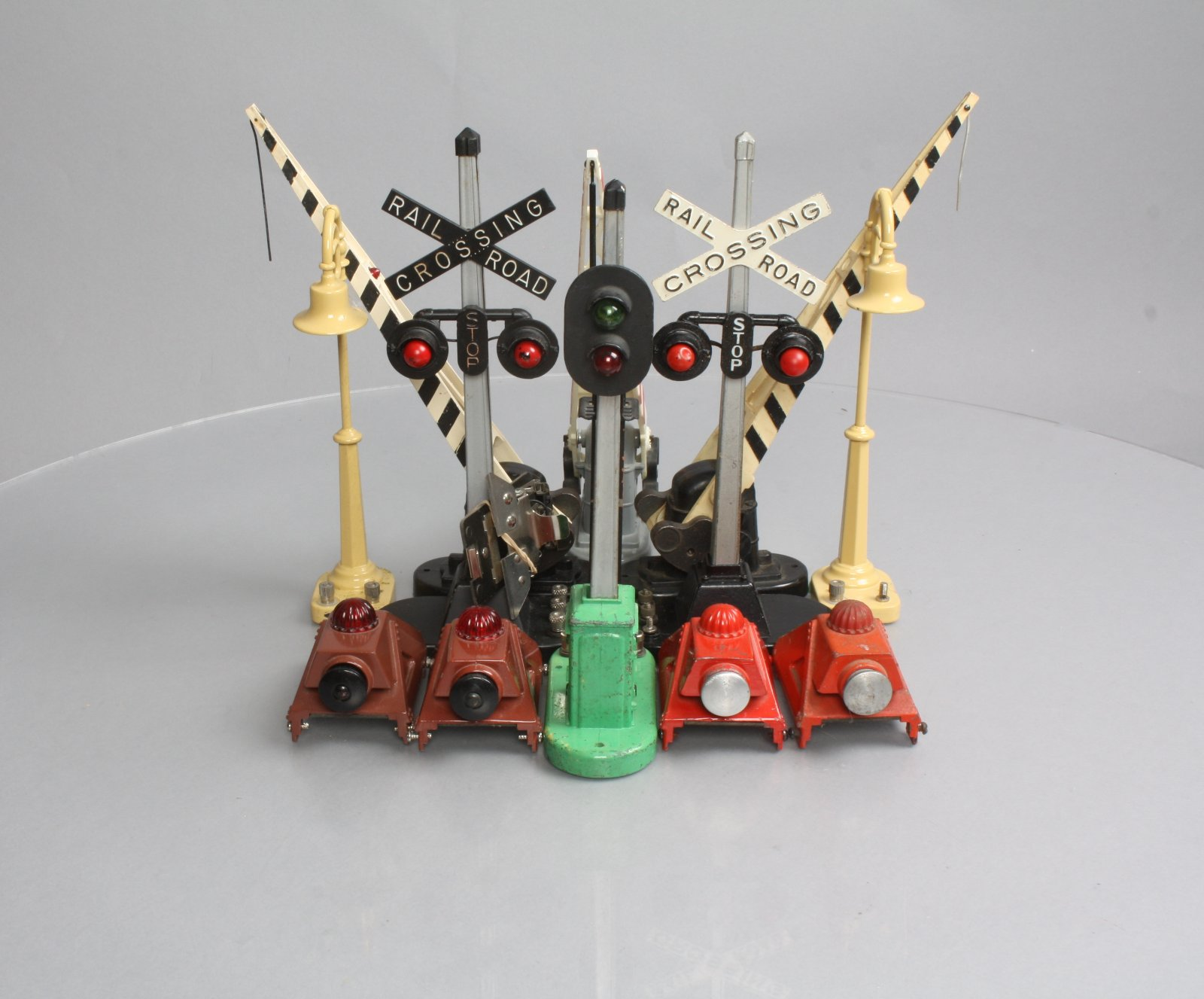 Buy Lionel Modern & PW Railroad Signal, Bumpers, Lamp Posts